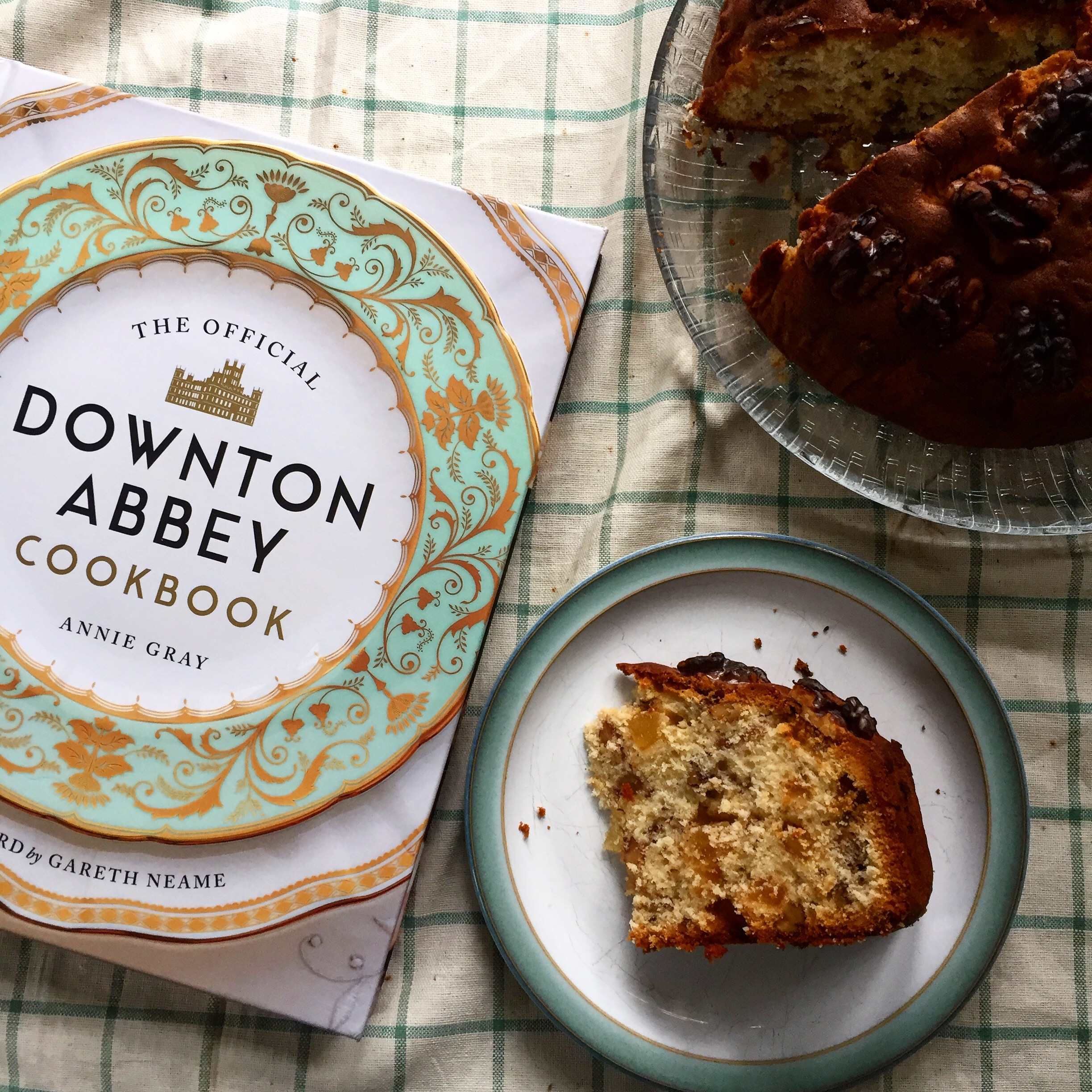 Downton Abbey Cookbook by Annie Gray (Book Review)